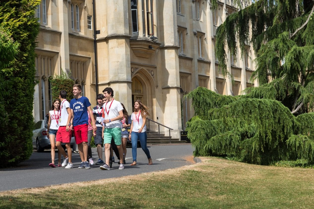 Students walk to lessons at Sir William the American International University in London